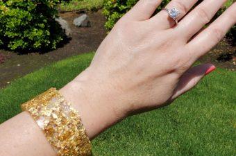 wear glitter cuff
