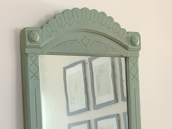 This flea market find mirror got a gorgeous makeover with DIY furniture appliques and chalk paint.